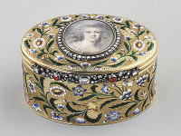 Antique Detective: Recognizing Antique Snuff Boxes